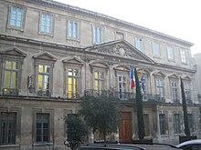 220px-Avignon_-_Hotel_du_D%C3%A9partemen