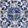 Azulejos de padrão camélia azul e brancos (1).jpg