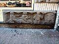 Beeld door Theo Vos, stationscène (reizigers, stationschef en trein), Nieuwe Hoogstraat 12-16.jpg