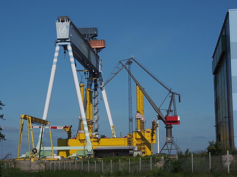 Big Gantry crane in Odense harbour.JPG