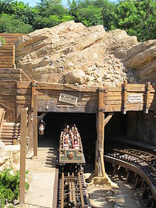 Description de l'image  Big Grizzly Mountain Runaway Mine Cars.JPG.