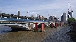 Blackfriars station MMB 18.jpg