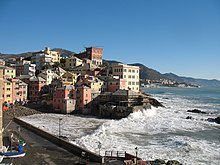 La baia di Boccadasse è una minuscola insenatura interna al golfo di Genova