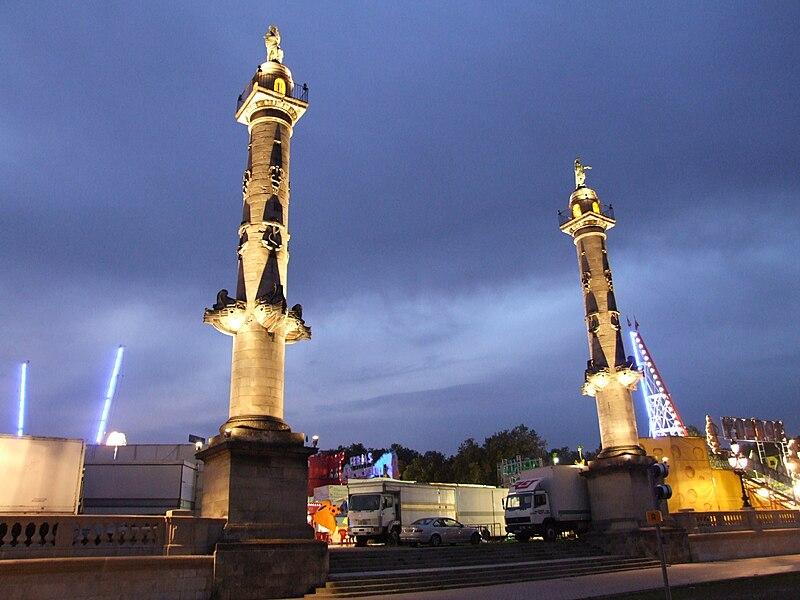 File:Bordeaux - Colonnes rostrales.jpg
