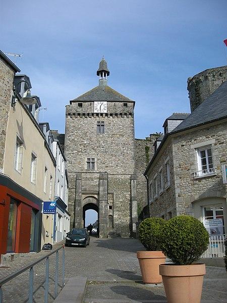 La Tour de l'Horloge à Bricquebec (Manche, Normandie, France)