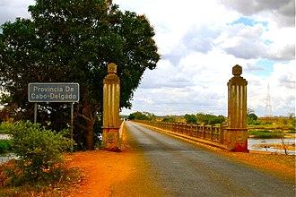 Cabo Delgado Province - Image: Bridge over Rio Lurio EN1 road (3911465523)