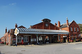 Hull–Scarborough line - Bridlington station 1912 building (left, centre), with 1922 refreshment rooms (right) (2011)