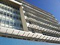 Brises externas para controle da entrada de calor e luminosidade destaca a fachada desse Centro Empresarial Maio 2012. - panoramio.jpg
