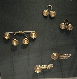 Paks - The gold jewellery from the hoard found near Paks (1600-1200 BC)