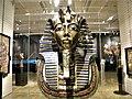 Bucuresti, Romania. Biblioteca Nationala. Expozitie Comorile Egiptului Antic. Masca mortuara a lui Tutankhamon.jpg
