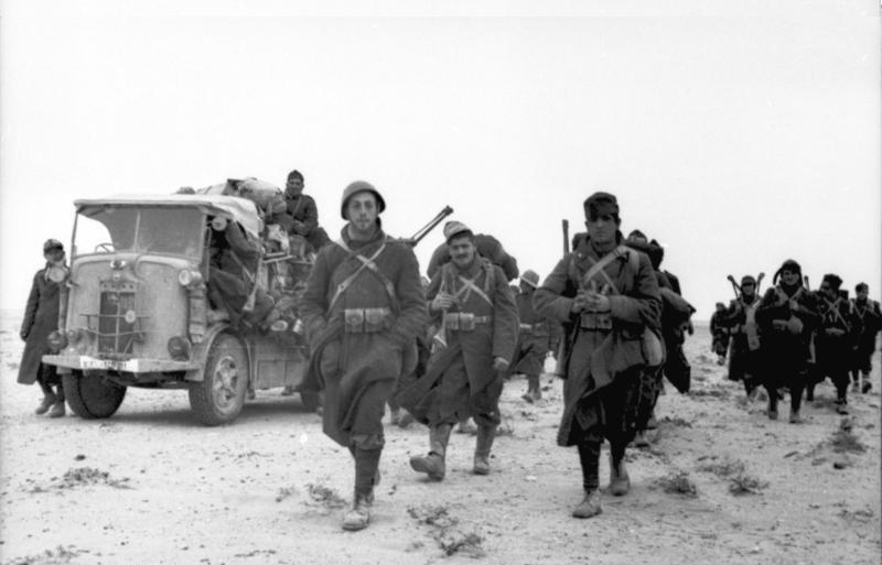 Bundesarchiv Bild 101I-783-0104-09, Nordafrika, italienische Soldaten auf dem Marsch