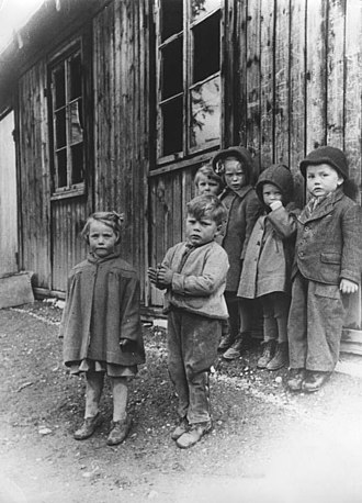 Demographic estimates of the flight and expulsion of Germans - German children at the refugee camp, Western Germany, 31 December 1944