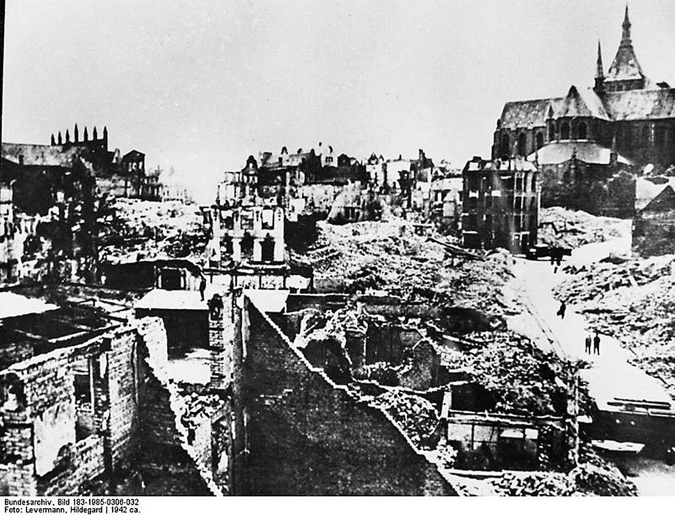 Bundesarchiv Bild 183-1985-0306-032, Rostock, zerstörte Krämerstrasse
