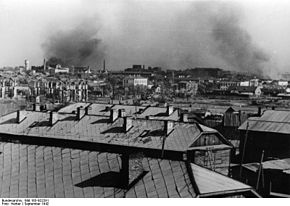 Panorama di Stalingrado, in secondo piano sono visibili le ciminiere delle grandi fabbriche.
