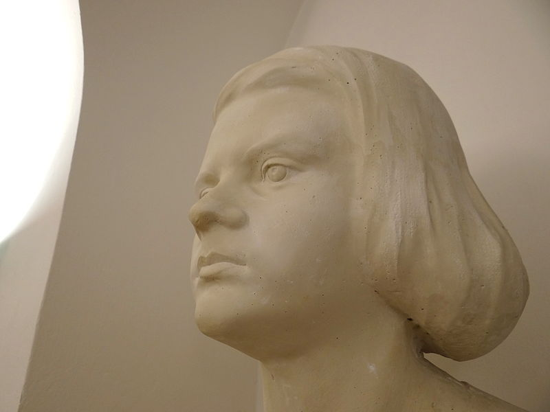 File:Bust of Sophie Scholl - White Rose Memorial Room - Interior of Main Building of Ludwig-Maximilians-Universitat - Munich - Germany - 01.jpg