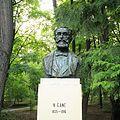 Bustul lui Nicolae Gane din Parcul Copou, Iaşi (reproducere de Constantin Crengăniș după un bust original distrus în 2013).jpg
