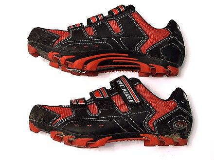 40312ef86f698 حذاء سباق الدرجات الهوائية