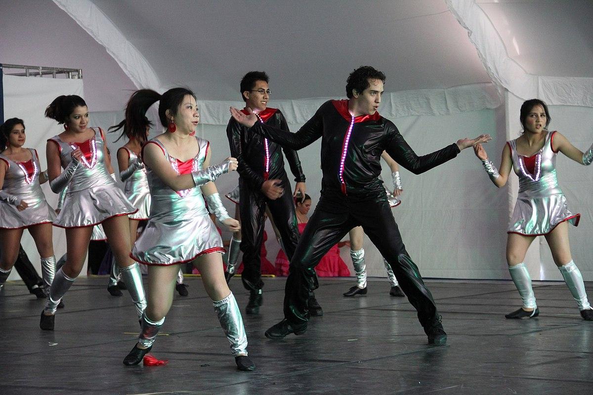 popular puesto baile
