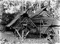 COLLECTIE TROPENMUSEUM Paalhuisjes op het eiland Morotai TMnr 10001046.jpg