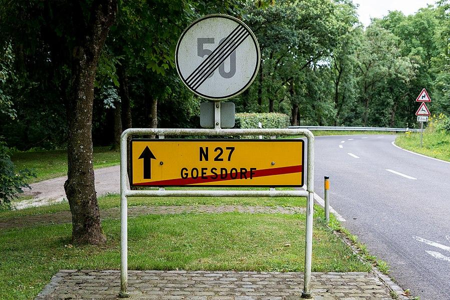 De CR321 vu Géisdref no Süden a Richtung Nationalstrooss 27.