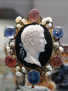 Cameo Augustus Dioscorides CdM Paris.jpg