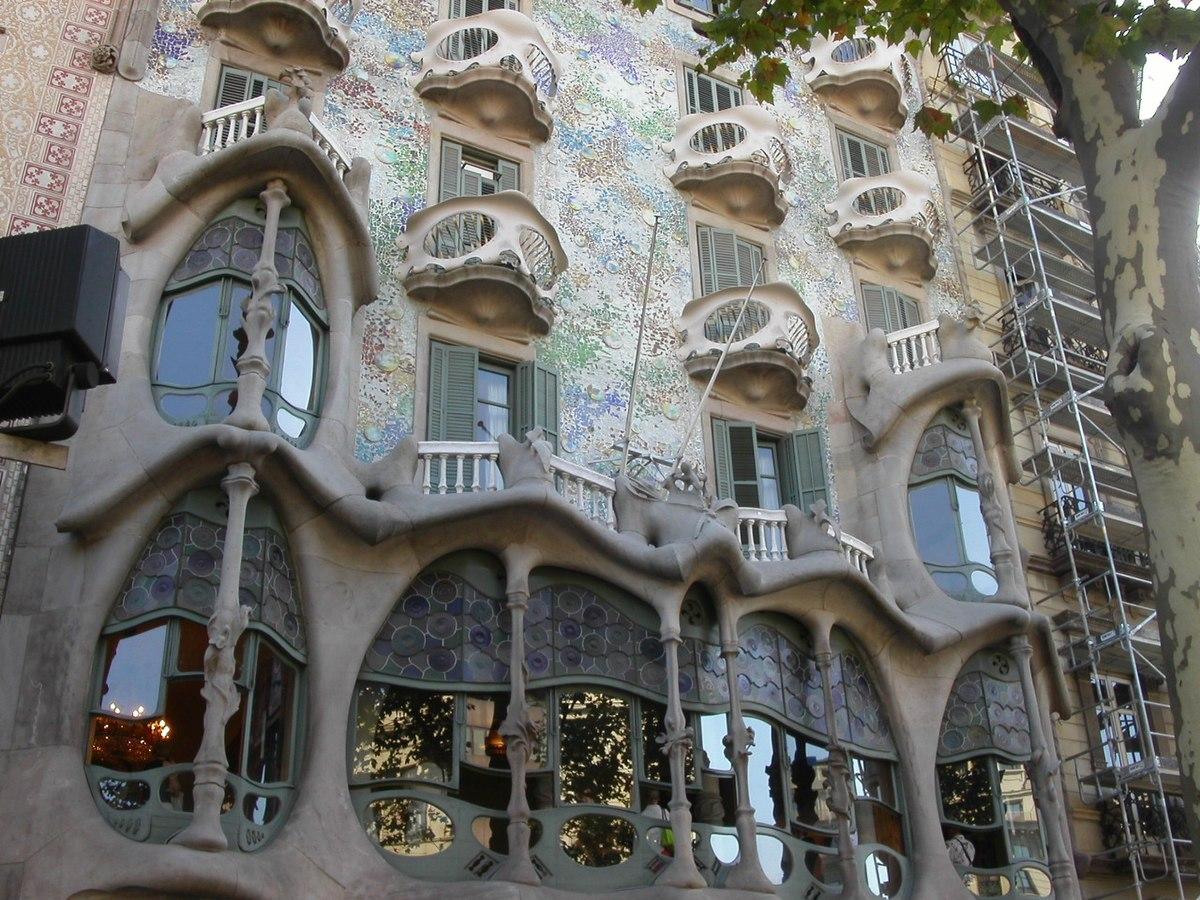 Casa batll wikip dia - Art nouveau architecture de barcelone revisitee ...