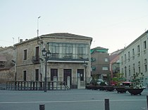 Casa y plaza en El Molar.jpg