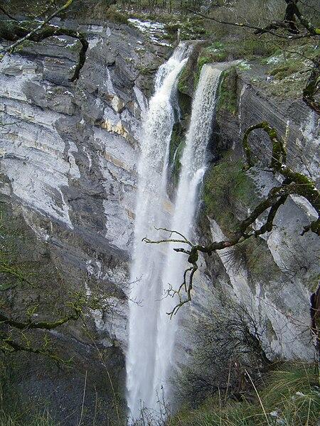 File:Cascada (Gujuli).JPG