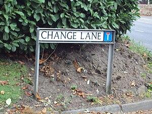 English: Public footpath to Hadlow Road starts...
