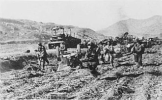 Battle of the Ch'ongch'on River - Soldiers from the Chinese 39th Corps pursue the US 25th Infantry Division