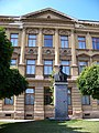 Choceň, Mistra Choceňského, busta T. G. Masaryka a škola.jpg