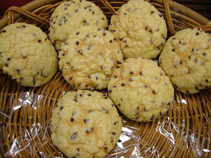 http://upload.wikimedia.org/wikipedia/commons/thumb/9/93/Chocochips_melonpan.jpg/800px-Chocochips_melonpan.jpg