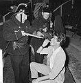 Circus Rudi Carrell, repetitie in Scheveningen de Mounties (links Piet Bamberge, Bestanddeelnr 916-5898.jpg
