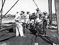 Collectie NMvWereldculturen, TM-60042240, Foto- Olieproductie in de Pamoesian olievelden op Tarakan-eiland wordt hervat, 28 juni 1945, 1945.jpg