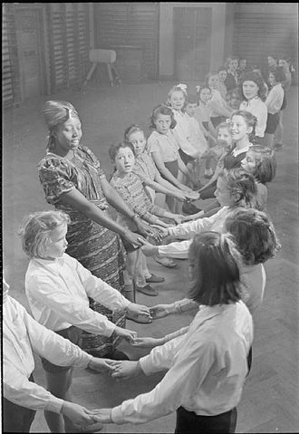 UCL Institute of Education - A student teacher from Colonial Nigeria teaching at the Institute of Education in 1946