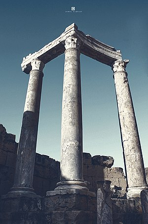 Leptis Magna - Image: Columns (on the stage)