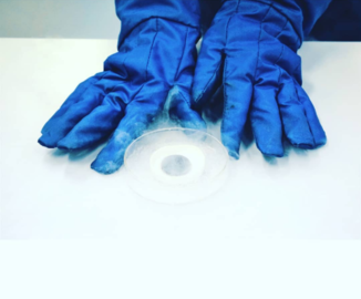 Cooling superconductor by liquid nitrogen.png