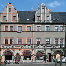 Das Cranachhaus in Weimar (links) (Quelle: Wikimedia)