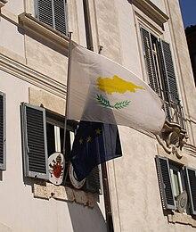 La bandiera di Cipro nell'ambasciata in Vaticano