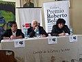 Daniel Rojas Pachas Premio Roberto Bolaño junto al escritor peruano Oswaldo Reynoso.jpg