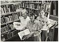 De dames Kuitert, Stevens en Brock (v.l.n.r.) in de Openbare Bibliotheek, Willinklaan 8. NL-HlmNHA 54032004.JPG