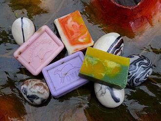 https://upload.wikimedia.org/wikipedia/commons/thumb/9/93/Decorative_Hand_Soaps.jpg/330px-Decorative_Hand_Soaps.jpg