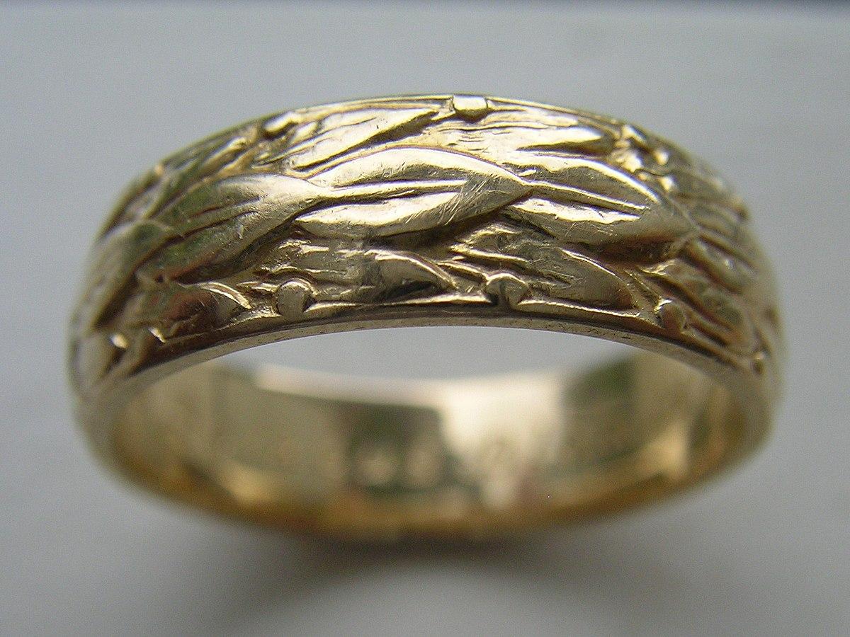White Gold Ring Rubs Off Leaving Marks Paint