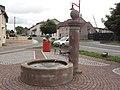 Dolving (Moselle) fontaine, place des Érables.jpg
