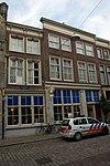 foto van Dubbel woonhuis achter lijstgevel van vier vensterassen