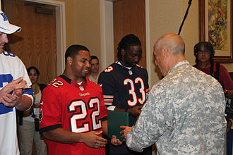 Martin, alongside Jason Witten and Charles Tillman during a visit in Hawaii to wounded veterans Doug Martin at Schoffield Barracks.jpg