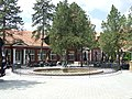 Dvorac Kaštel u Ečki - fontana.jpg