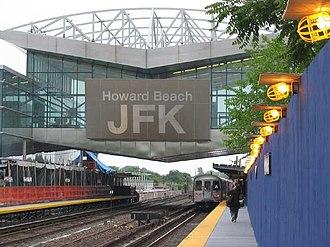 Howard Beach–JFK Airport (IND Rockaway Line) - Image: E2K3 Beginning JFK Start