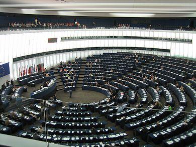 El juego de las palabras encadenadas-https://upload.wikimedia.org/wikipedia/commons/thumb/9/93/EP_Strasbourg_hemicycle_l-gal.jpg/390px-EP_Strasbourg_hemicycle_l-gal.jpg