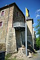 Eckwinkelansicht mit Fahne Burg Voigtsberg 30052019.jpg